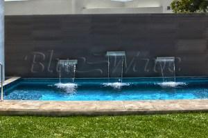 Albercas residenciales blue wave for Medidas de albercas para casas