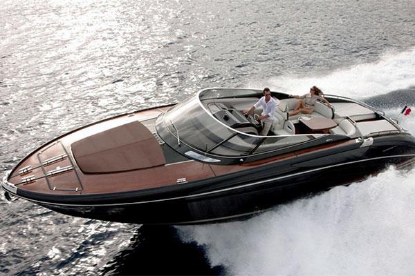 motoscafo immagine sito Blue 1 Yachting, azienda specializzata nella compravendita di imbarcazioni da diporto. Blue 1 Yachting, usato nautico garantito.