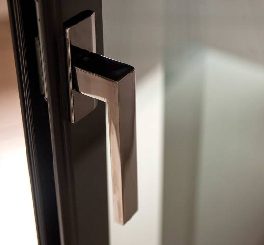 ESFenestra Windows Handle in black
