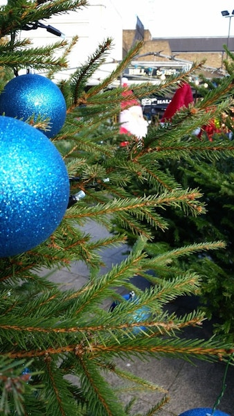 Blue Bermondsey Christmas Tree 201708-min