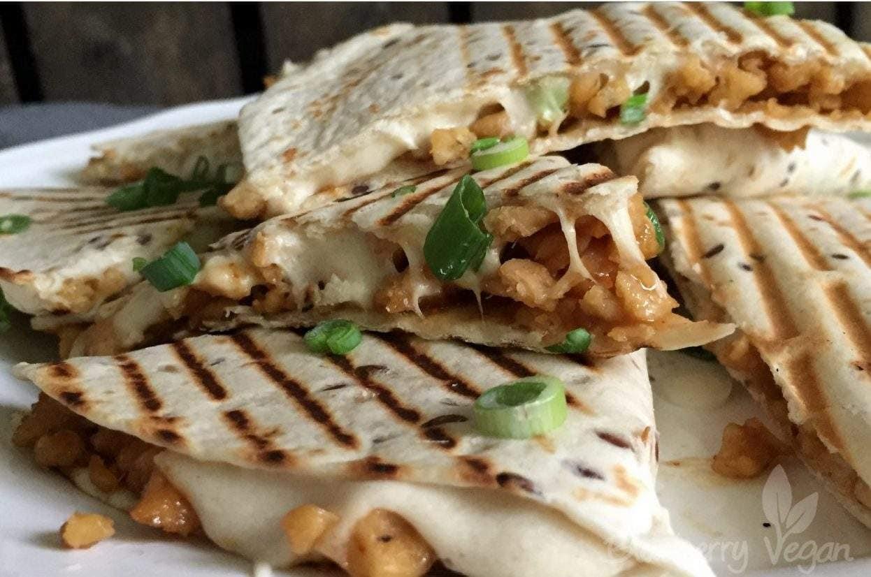 Quesadillas mit Sojahack und Cashewkäse