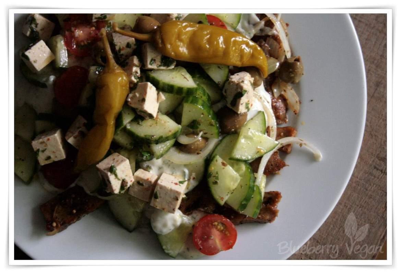 [cml_media_alt id='3983']Seitangyros mit Salat, Tsatsiki, Salat und veganem Feta[/cml_media_alt]