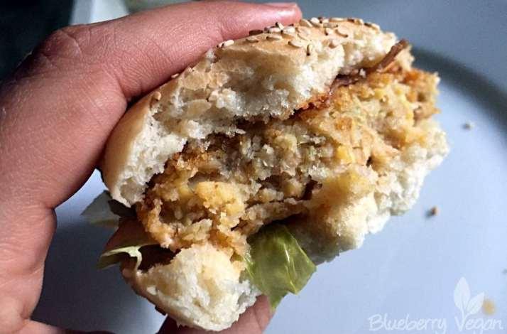 Veganer Chickenburger aus Kichererbsen und Artischocken