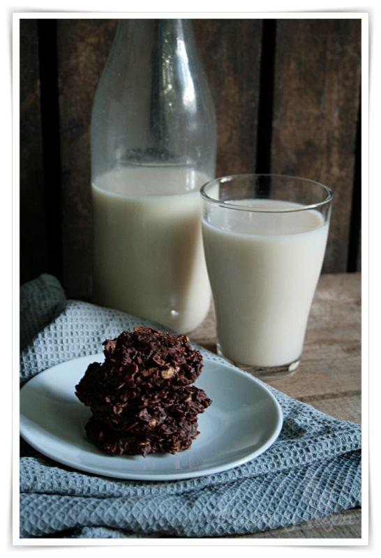 [cml_media_alt id='6054']Hafermilch und Hafer-Schoko-Kekse mit Schokolade[/cml_media_alt]