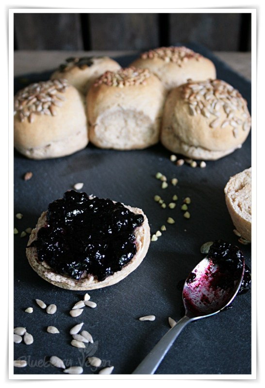 [cml_media_alt id='6592']joghurtbroetchen-mit-marmelade-vegan[/cml_media_alt]