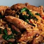 Würzige Kritharaki mit Spinat und Sojaschnetzeln