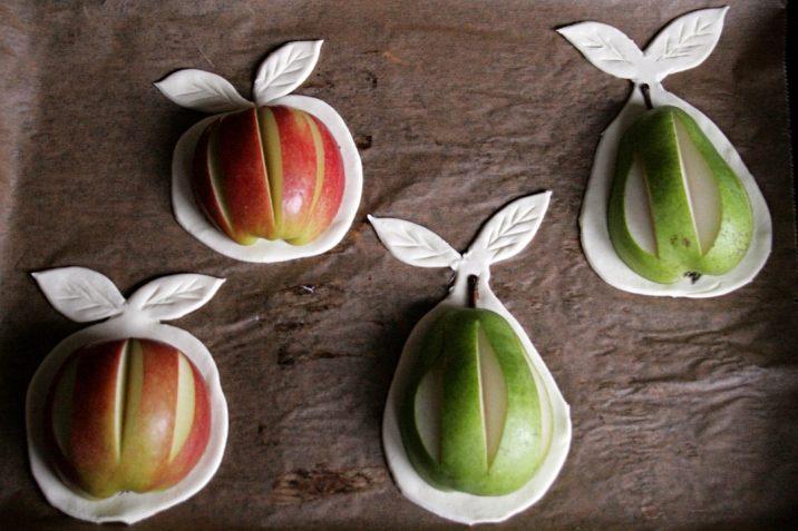 Apfel und Birne auf Blätterteig