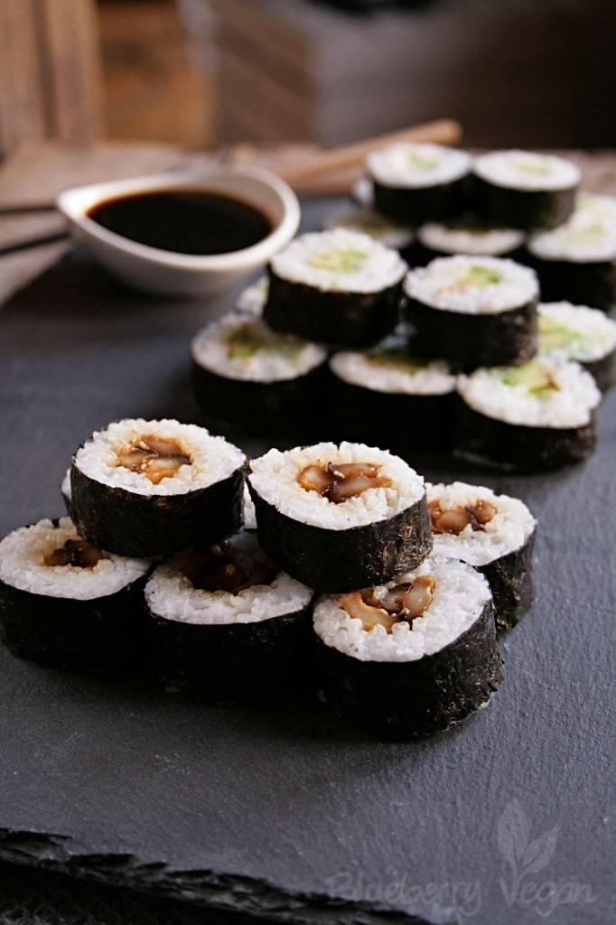 Veganes Sushi – Maki mit Shiitake, Avocado und Gurke