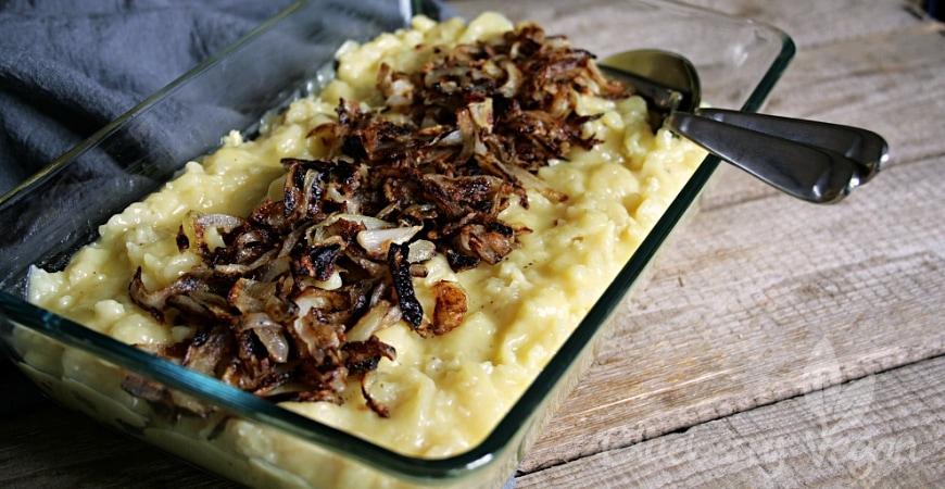 Käsespätzle, Kasspatzln, Chäschnöpfli – Spätzle mit veganem Käse