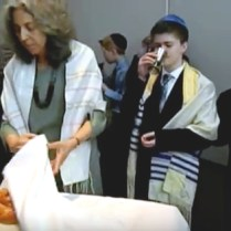 Rabbi Linda uncovers the challah