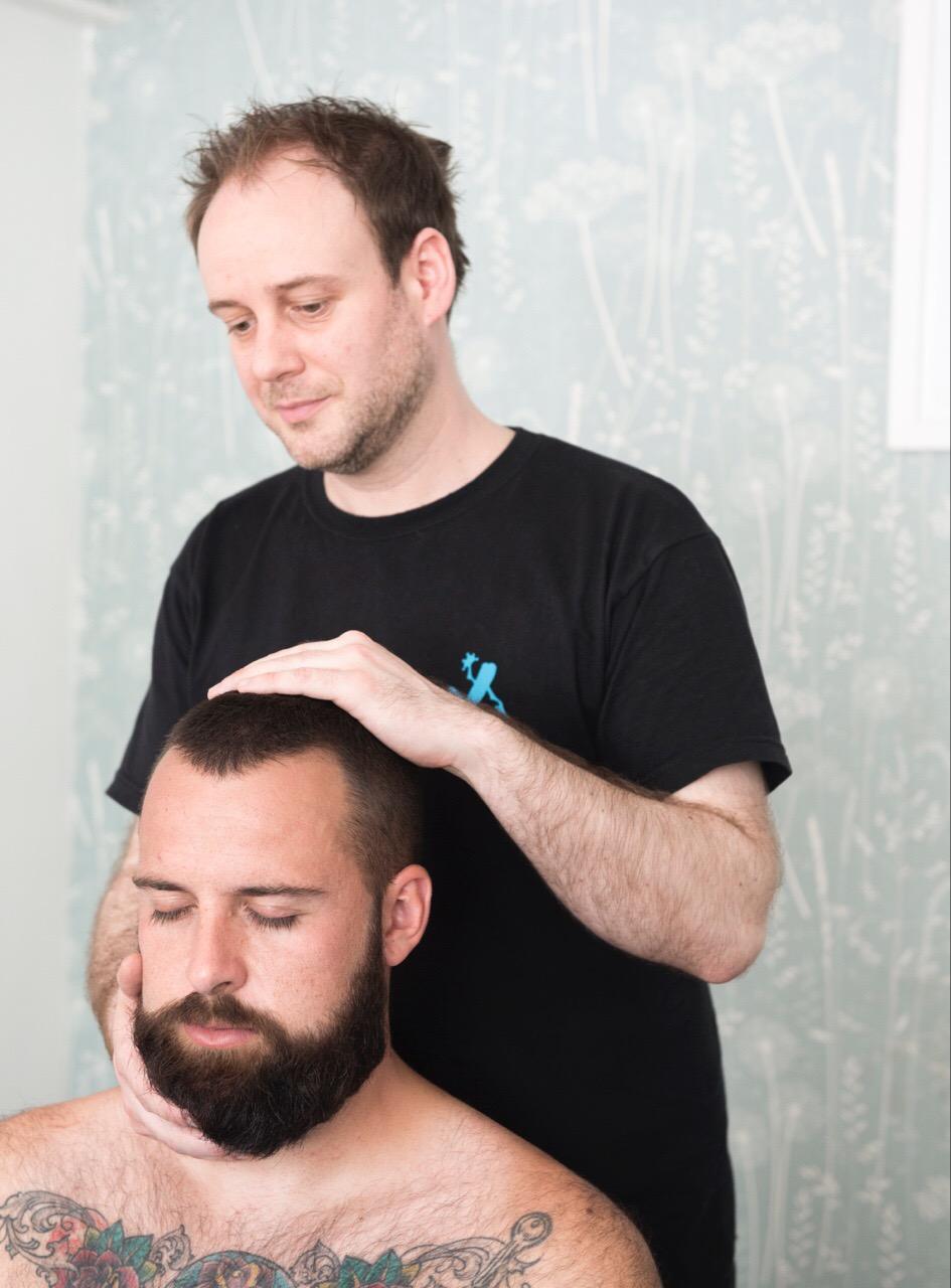 indian-head-massage-man
