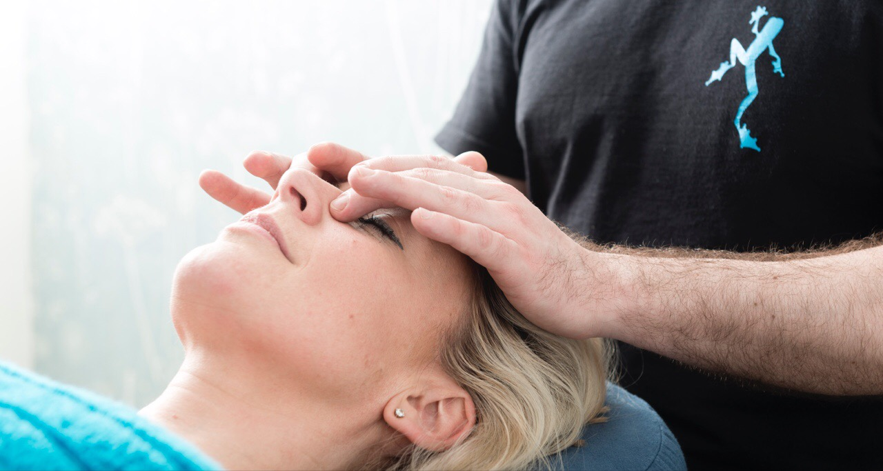 pressure-point-facial-massage