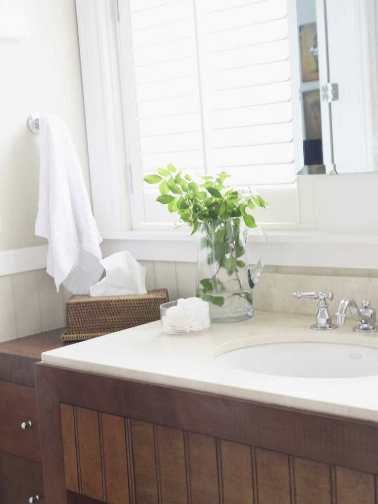 Easy tips I learned on decorating. I needed help decorating my house. Bathrom with wood cabinets and white granite.