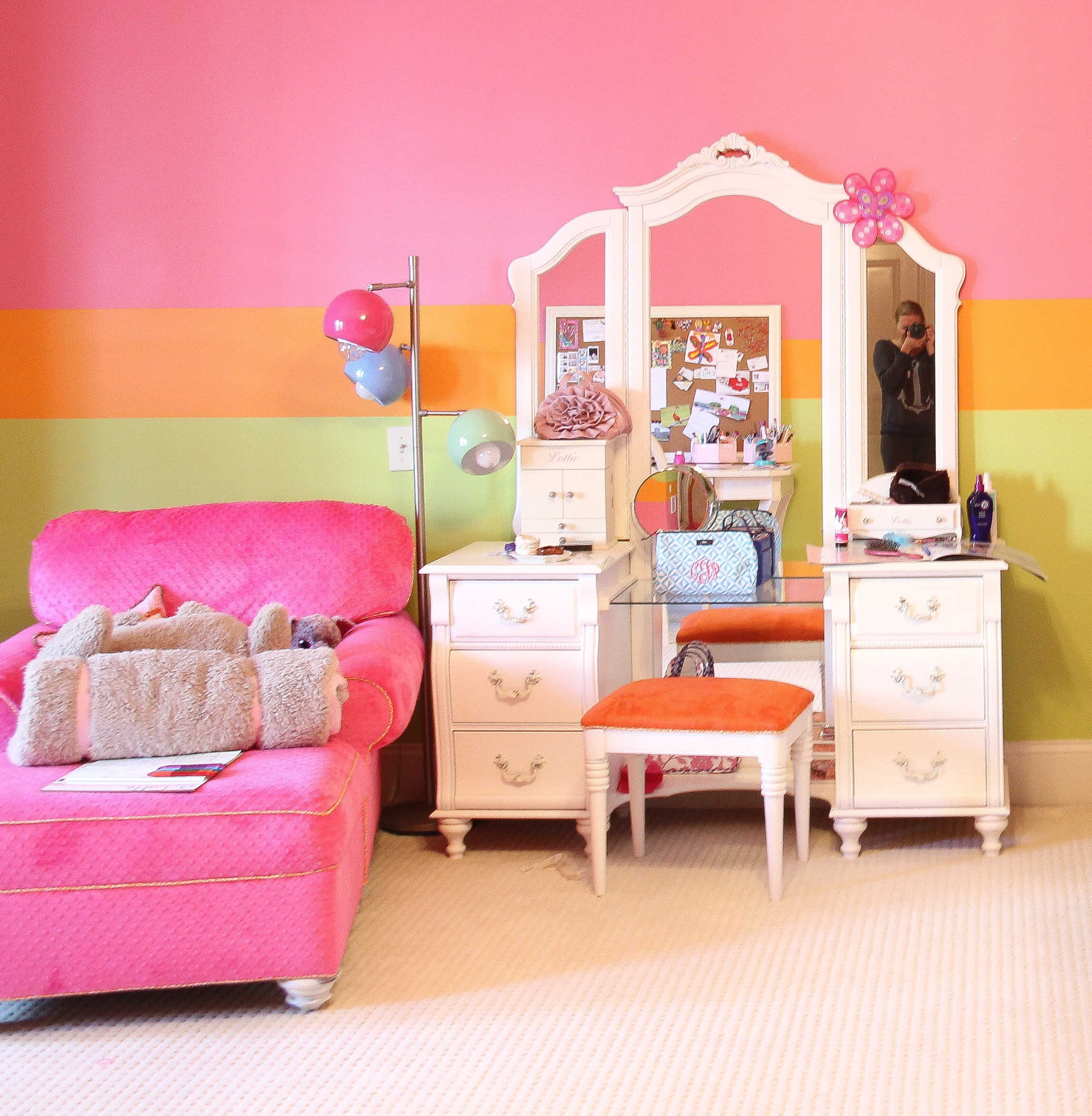 white girls vanity with mirror and hot pink chair in a little girls bedroom