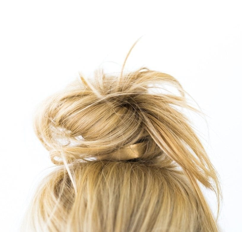 How to style the perfect top knot. This top knot tutorial video will show you how to style hair in under a minute! Easy summer hairstyles for medium length and long length hair. Hairstyle top knot bun hairstyle is great for summer for all hair lengths!