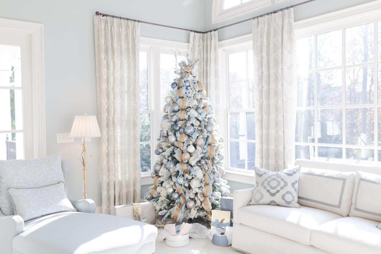 bluegraygal Atlanta blogger Christmas Tree 2017. Lifestyle blogger Kelly Page holiday inspiration.