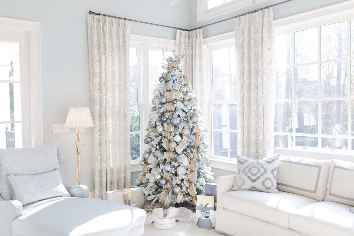 bluegraygal Atlanta blogger Christmas Tree 2017. Lifestyle blogger Kelly Page holiday inspiration.