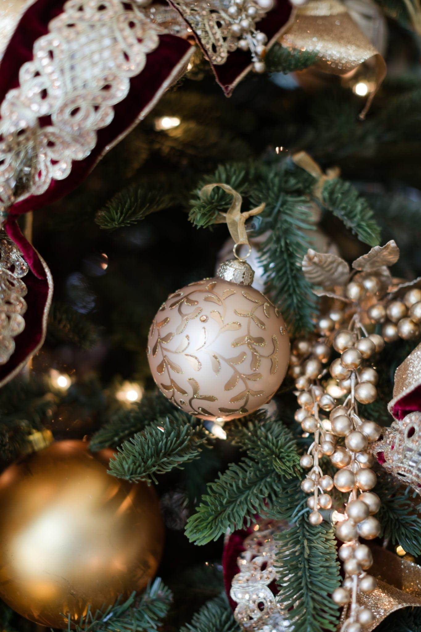 Best artificial Christmas trees. Tips to find the best one.