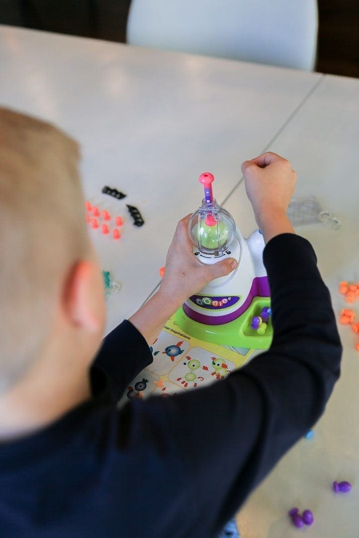 A review of the new Oonies toy. How to make balloons animals easy!
