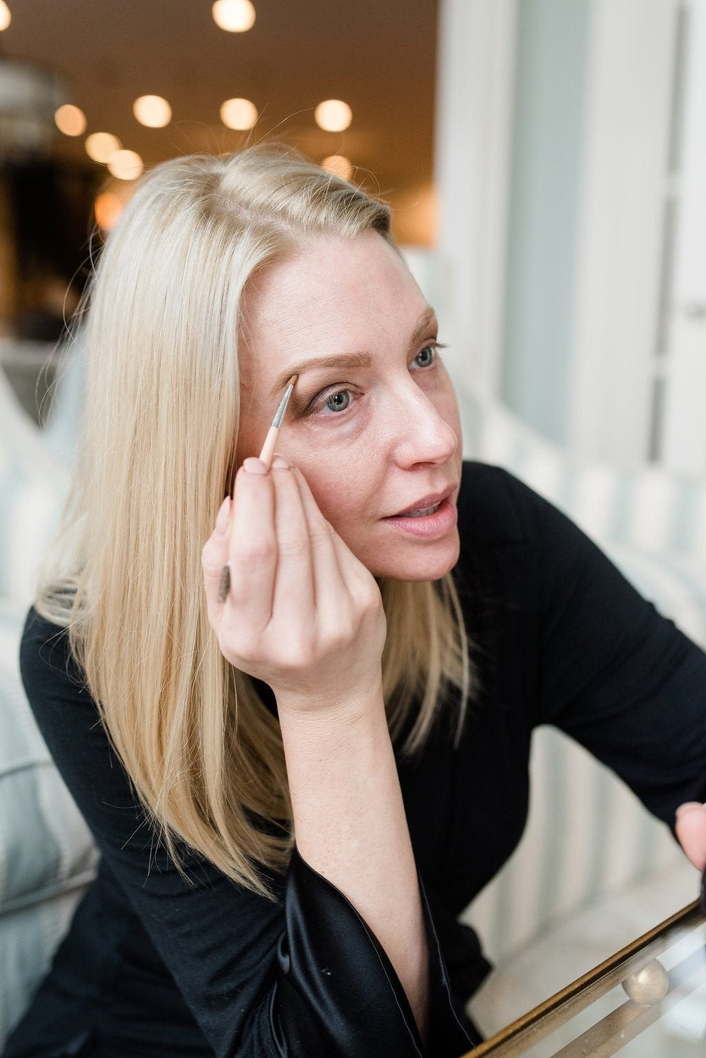 Eyebrow powder to quickly fill in light blonde eyebrows.