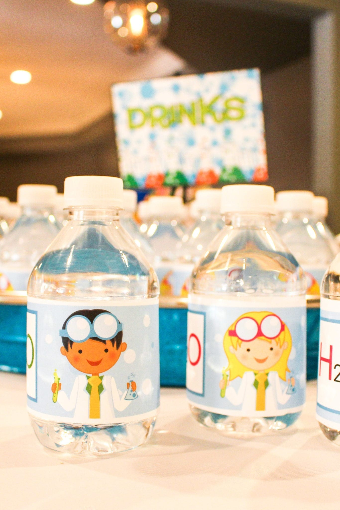 Science printable for water bottles. Quick and fun ways to throw a science party for your family!