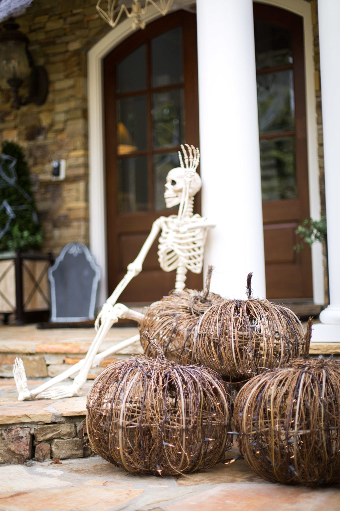 outdoor Halloween decor ideas!