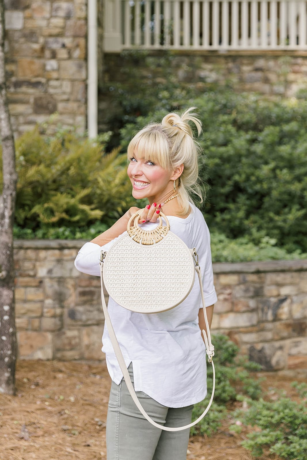 Woven Handbag on Sale - perfect summer handbag on sale! Wear it to the beach, a great vacation bag or everyday cute trendy woven straw handbag on sale!