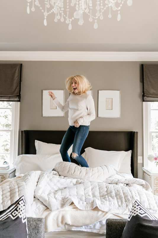Luxury Hotel Sheets from Annie Selke. Bedroom bedding makeover with Atlanta home blogger Kelly Page for BlueGrayGal. Perfect Bedding for Hot Sleepers