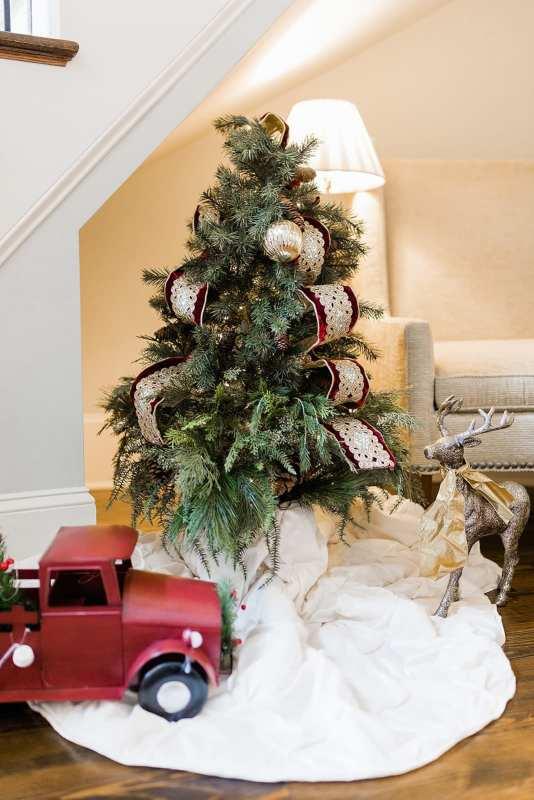 Foyer Christmas Decoration Ideas.