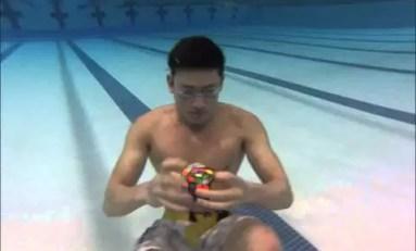 Podwodne tricki z Kostką Rubika
