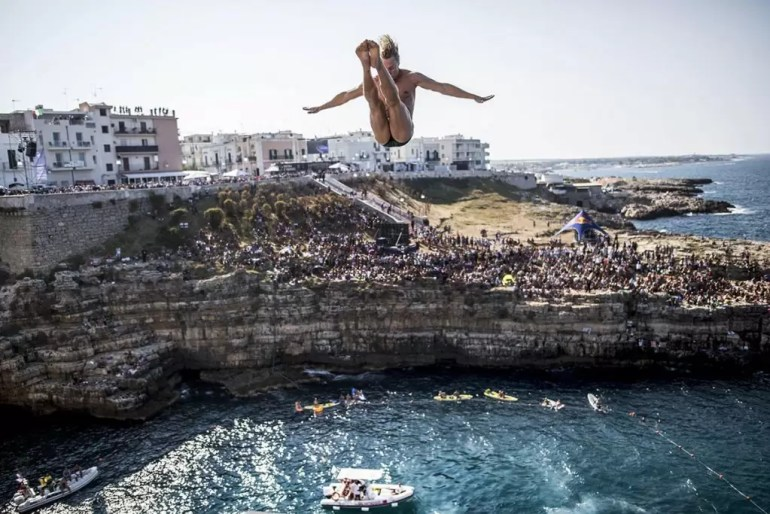 red-bull-cliff-diving-2016_kris-kolanus_fot-dean-treml_red-bull-content-pool_01024www