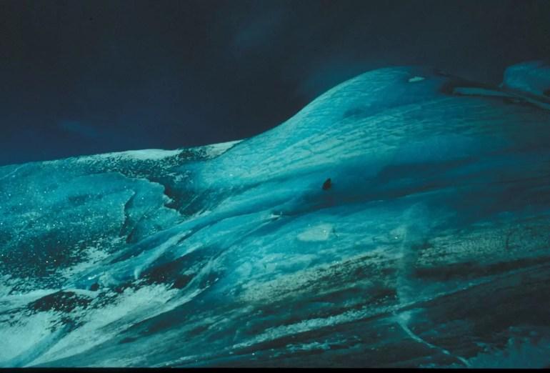 Naukowcy na szczycie góry lodowej