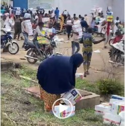 VIDEO: Residents cart away palliatives from warehouse in Osun