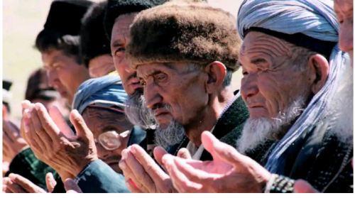 ISLAMAPHOBIA: Police in Uzbek City force dozens of practicing Muslims to shave off beards