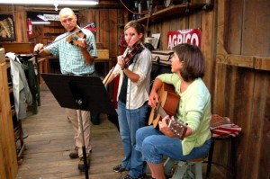 Fiddling Around At Saunders Brothers Market : Piney River, Virginia