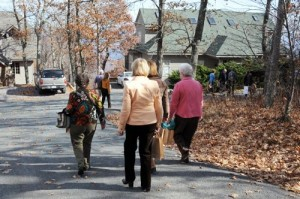 People on the tour take a leisurely stroll to the next home.