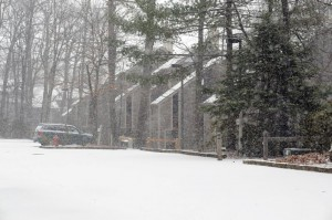 ©2009 www.nelsoncountylife.com : Photo By Paul Purpura : Snow already covered the ground by 3PM up on Wintergreen Mountain.