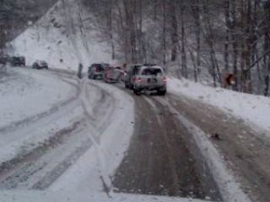 Photo By Kim Chappell : Cars line up on Route 664 trying to safely make it down from Wintergreen Monday afternoon.