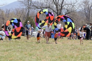 One of the favorites at this year's race was the parachute races. Against the wind, it's harder than it looks!
