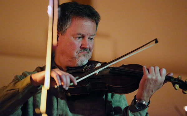 Mike Hartgrove on Fiddle.