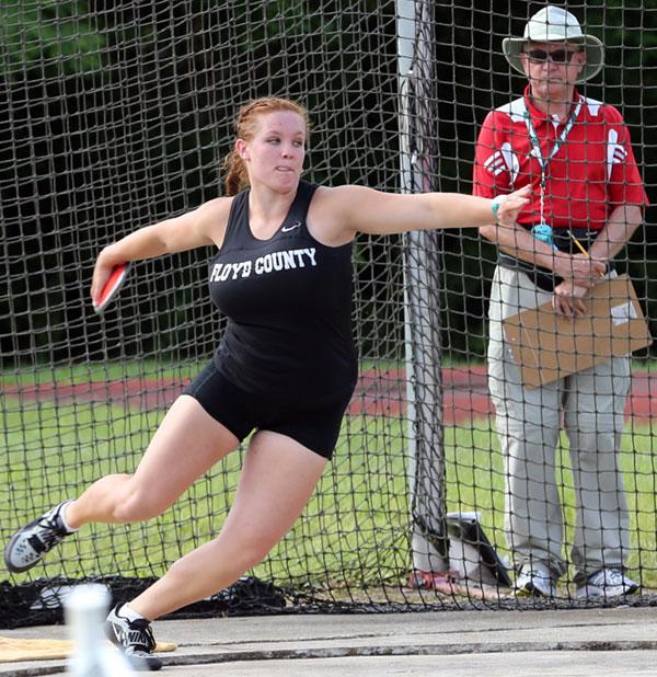 Jade Sunderland scores a third in discus in state meet.