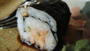 Shake Maki: a salmon sushi roll