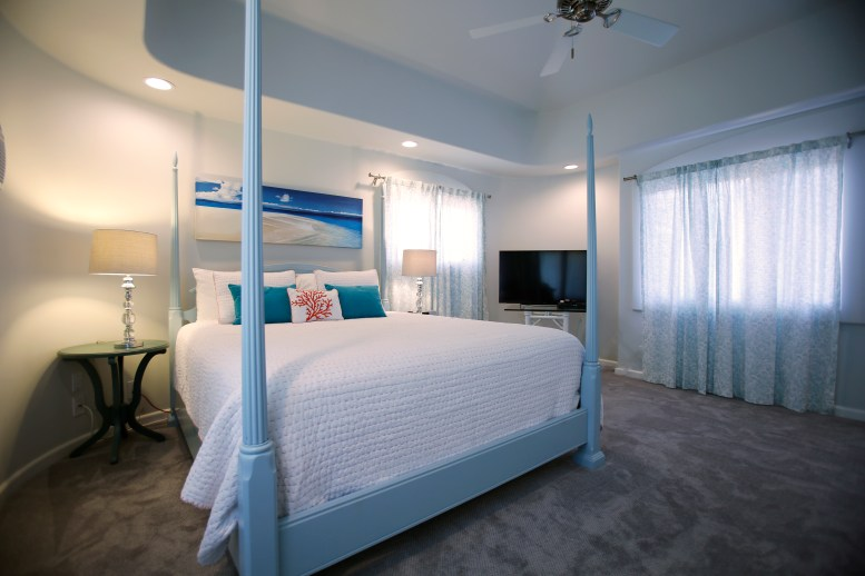Guest bedroom with King bed Maui