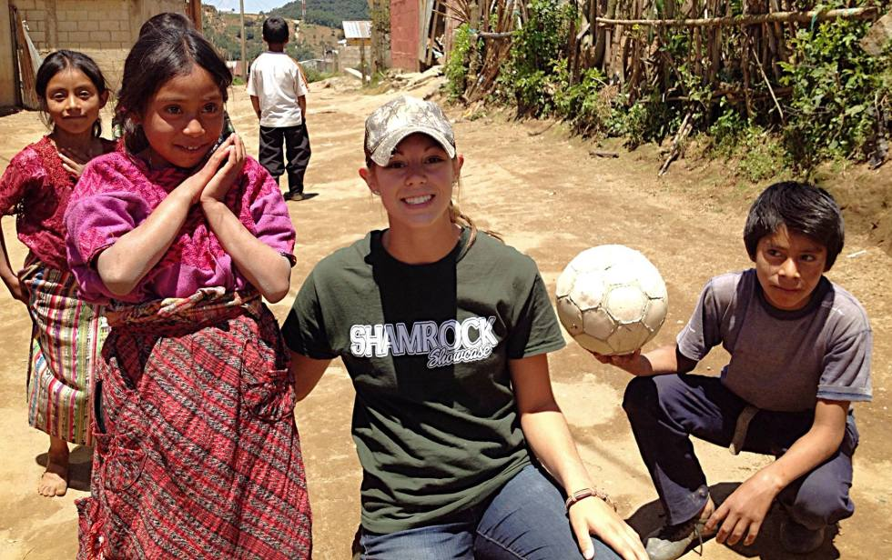 Niki with the kids in Guatemala, July 2014.