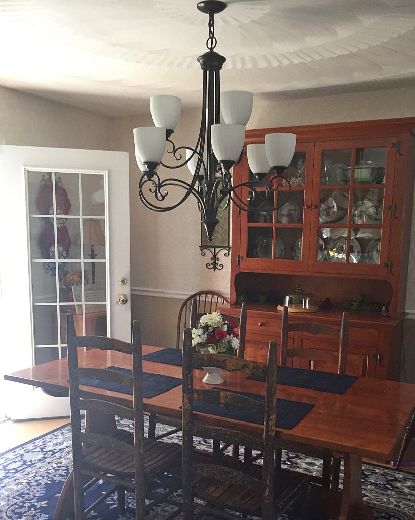 Dining Room Decor Mixing Old & New
