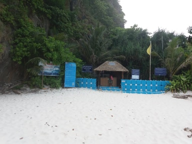 Rangers Station, Maya Bay signs have been removed