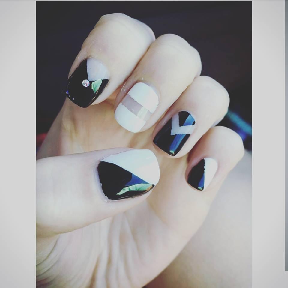 Art Design Black White Negative E Nails