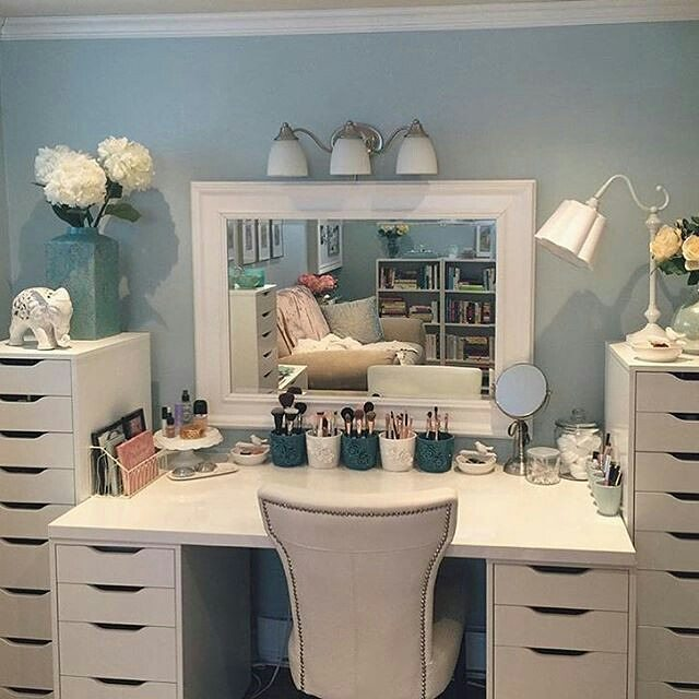 55 Great Makeup Vanity Decor Ideas to Adorn Your Home in Style on Make Up Room Ideas  id=11471