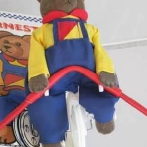 ארנסט דב הפלא צעצוע וינטאג' שעושה פעלול קרקס על חבל