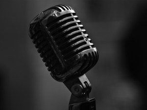 microphone_bw_metal_close_up_101842_800x600